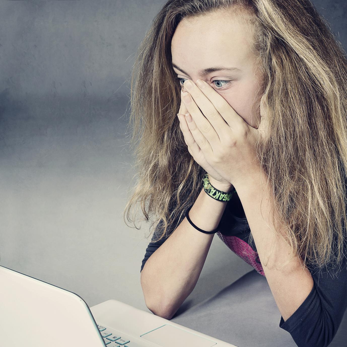 Mit Jugendlichen über die Risiken des Internets sprechen - Tipps für Eltern